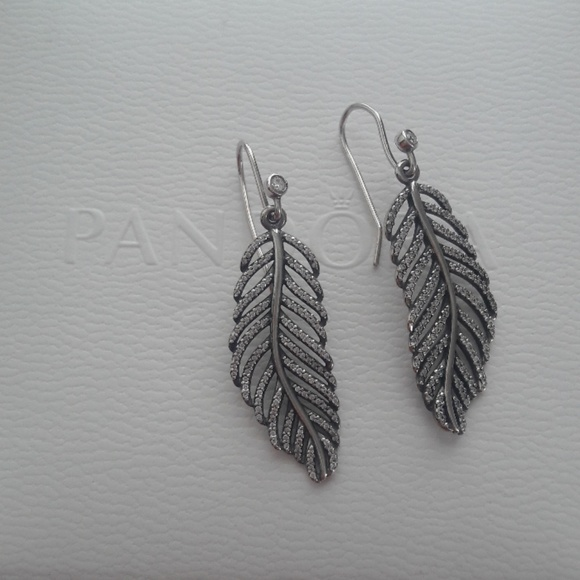 c467794e0 Pandora RETIRED Light as a feather earring set. M_5c9cfed1fe5151191d0a10de